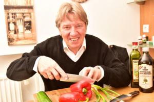 Norbert mit dem Kochmesser